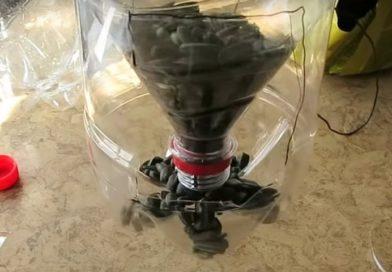 Как сделать кормушку для птиц из пластиковой бутылки (фото и инструкция)