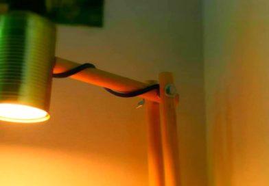 Простая светодиодная настольная лампа из консервной банки